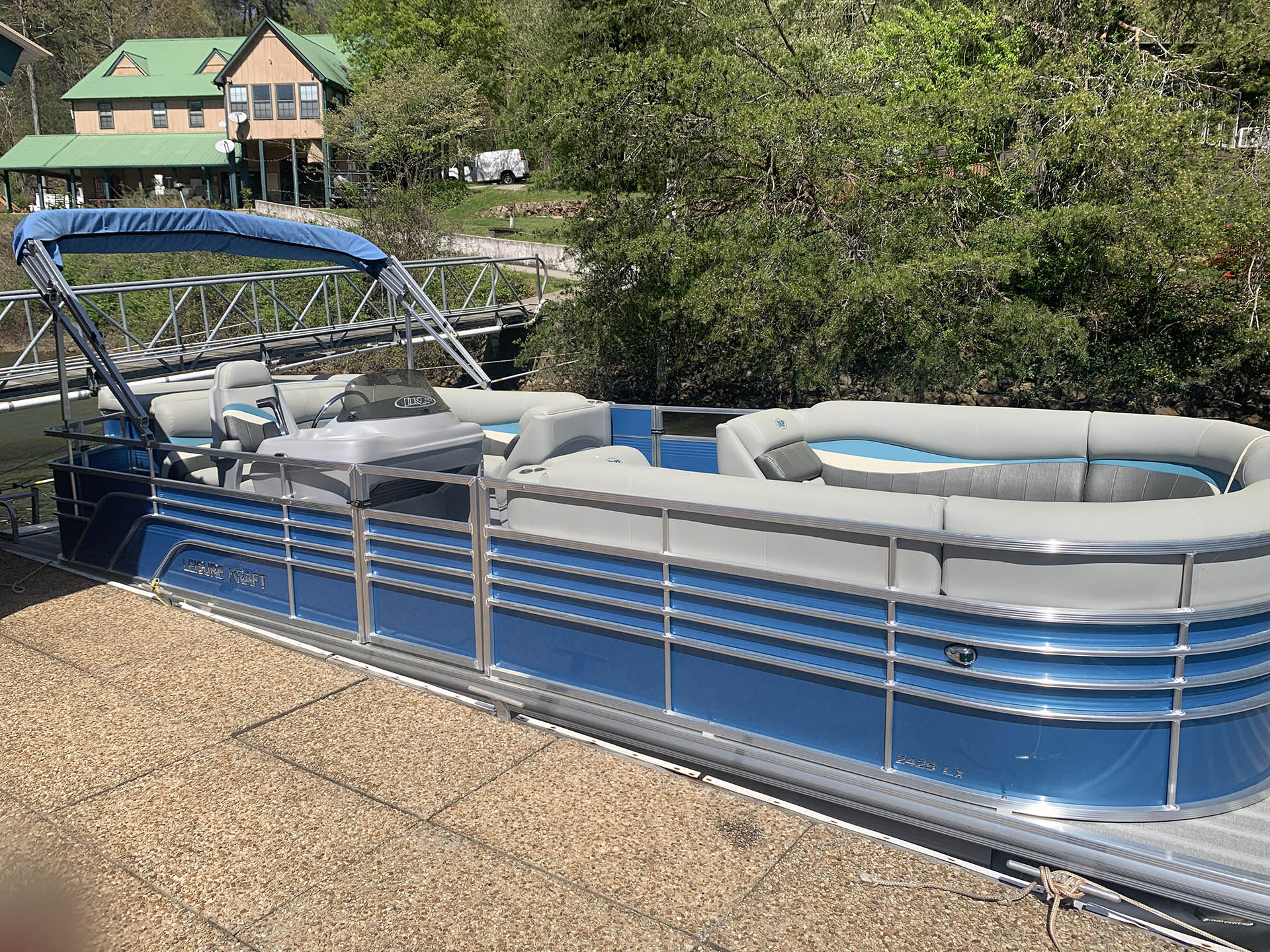 Ocoee Inn Pontoon Boat Rentals